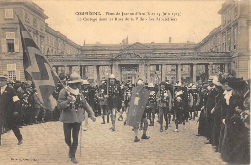 Carte postale ancienne Compiegne Fetes De Jeanne D'Arc Les Arbaletriers à Compiègne
