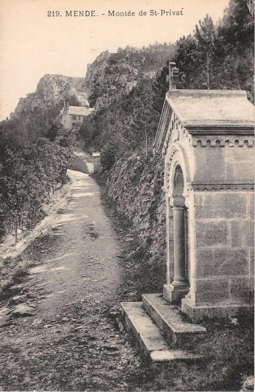 Carte postale ancienne Mende Montee Saint Privat à Mende