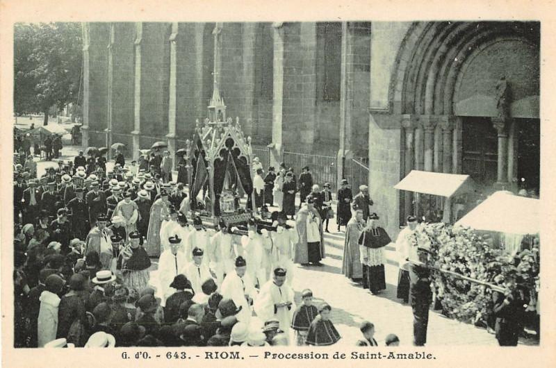 Carte postale ancienne Riom Procession De Saint Amable à Riom