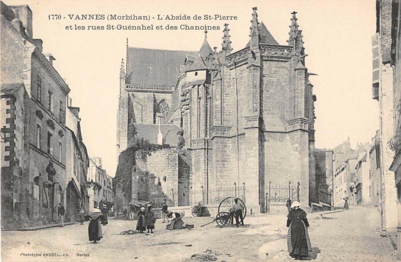 Carte postale ancienne Vannes Rues St Guenahel Et Des Chanoines à Vannes