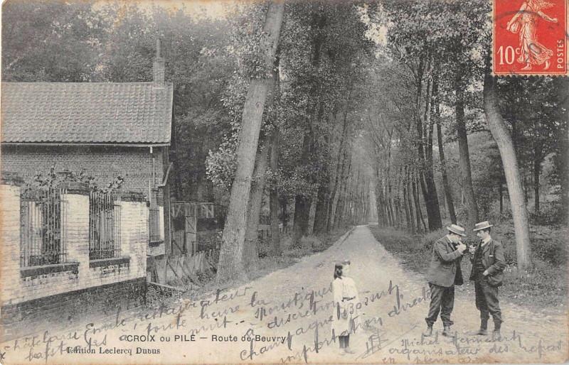 Carte postale ancienne Croix Ou Pile Route De Beuvry à Croix