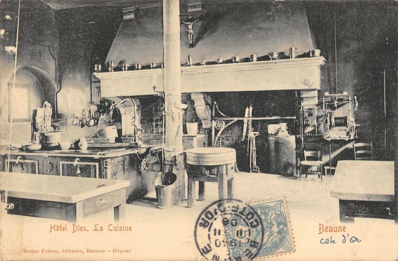 Carte postale ancienne Beaune Hotel Dieu La Cuisine à Beaune