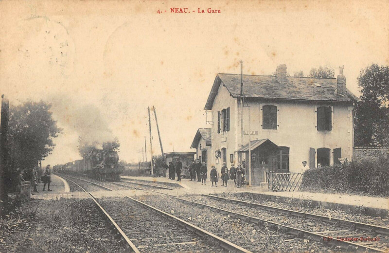 Carte postale ancienne Neau La Gare (Train à Neau