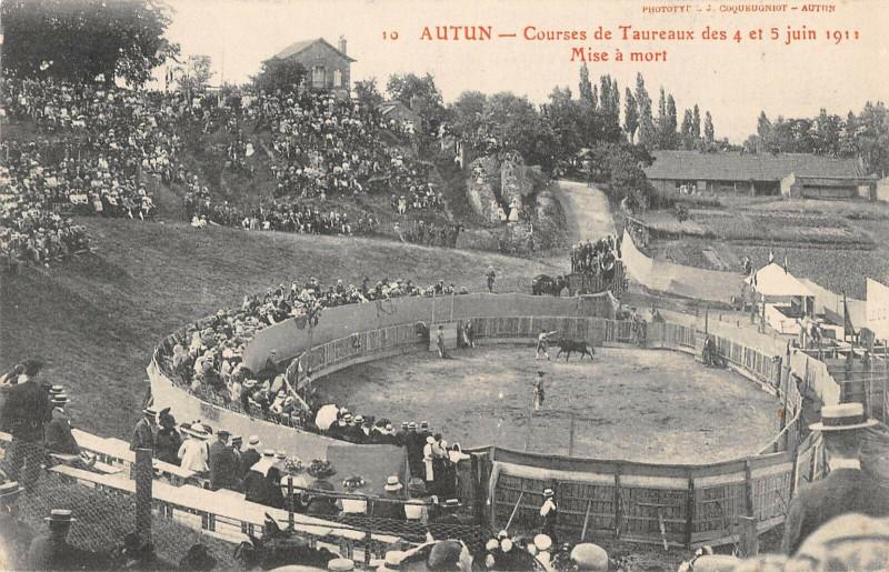 Carte postale ancienne Autun Courses De Taureaux 1911 Mise A Mort à Autun