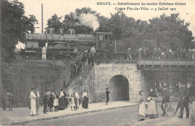 Carte postale ancienne Meaux Deraillement Du Tender Extreme Orient Cours Fin De Ville 1907 à Meaux