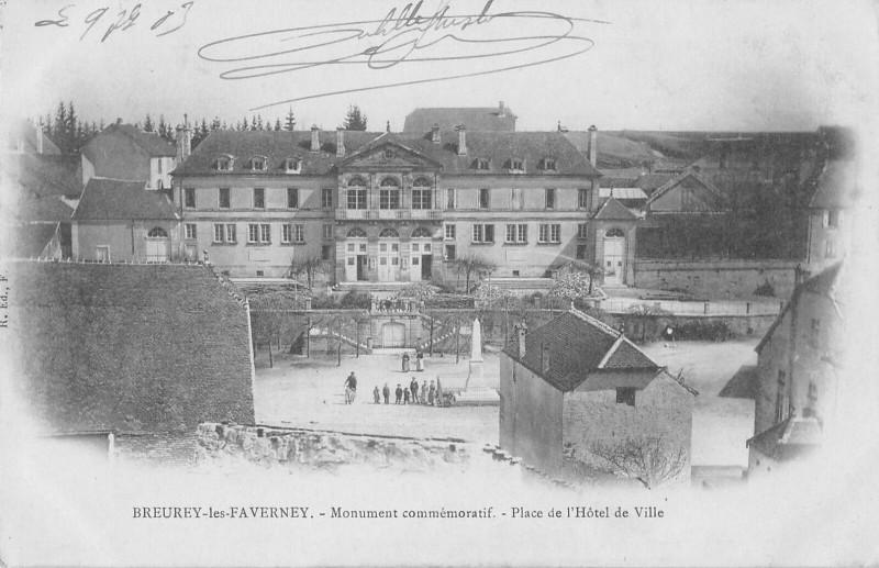 Carte postale ancienne Breurey Les Faverney Monument Place De L'Hotel De Ville à Faverney