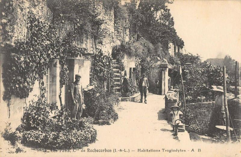 Carte postale ancienne Les Patis Commune De Rochecorbon Habitations Troglodytes à Rochecorbon