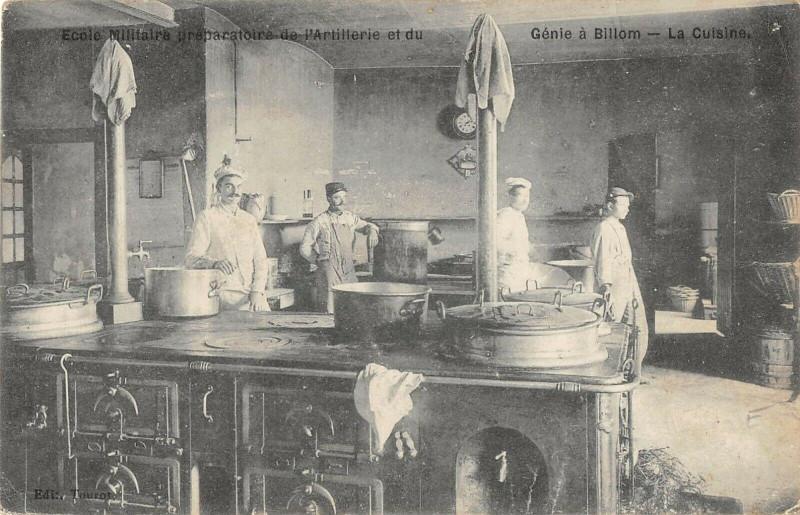Carte postale ancienne Ecole Militaire Preparatoire De L'Artillerie A Billom La Cuisine à Billom