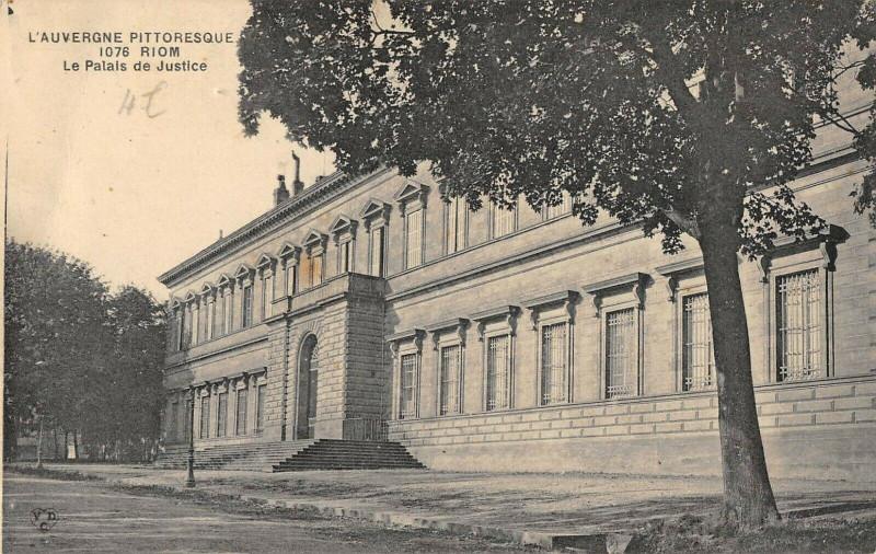 Carte postale ancienne Riom Le Palais De Justice à Riom