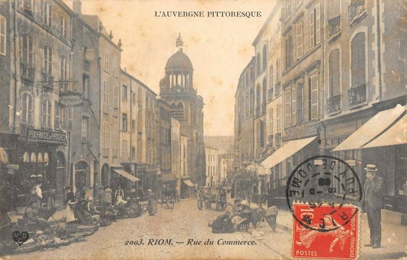 Carte postale ancienne Riom Rue Du Commerce à Riom