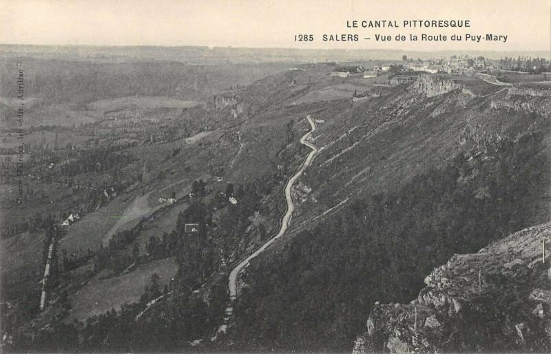 Carte postale ancienne Salers Vue De La Route Du Puy Mary à Salers
