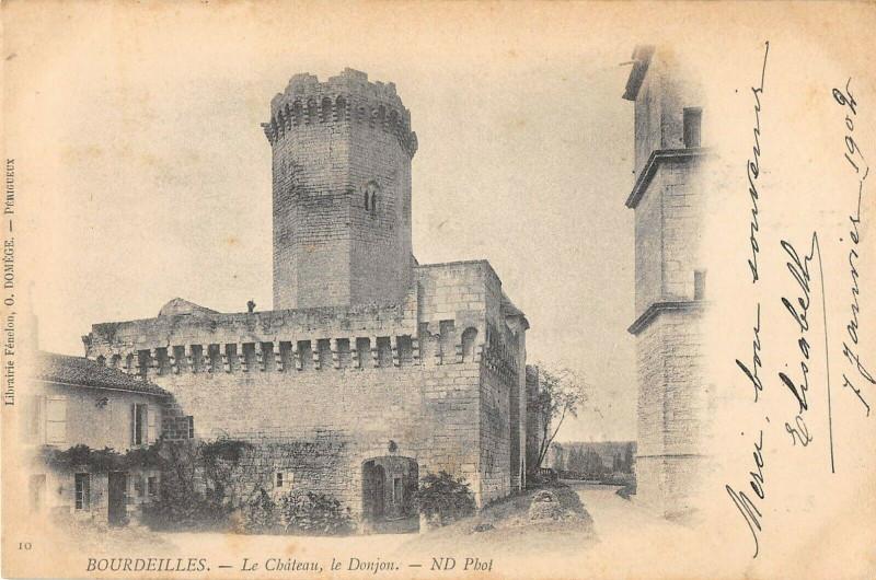 Carte postale ancienne Bourdeilles Le Chateau Les Donjons à Bourdeilles