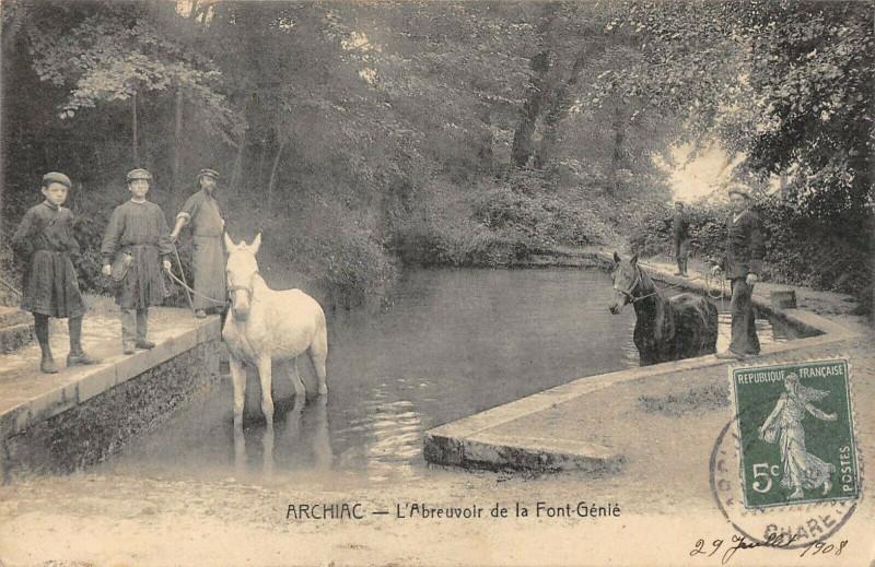 Carte postale ancienne Archiac L'Abreuvoir De La Font Genie à Archiac