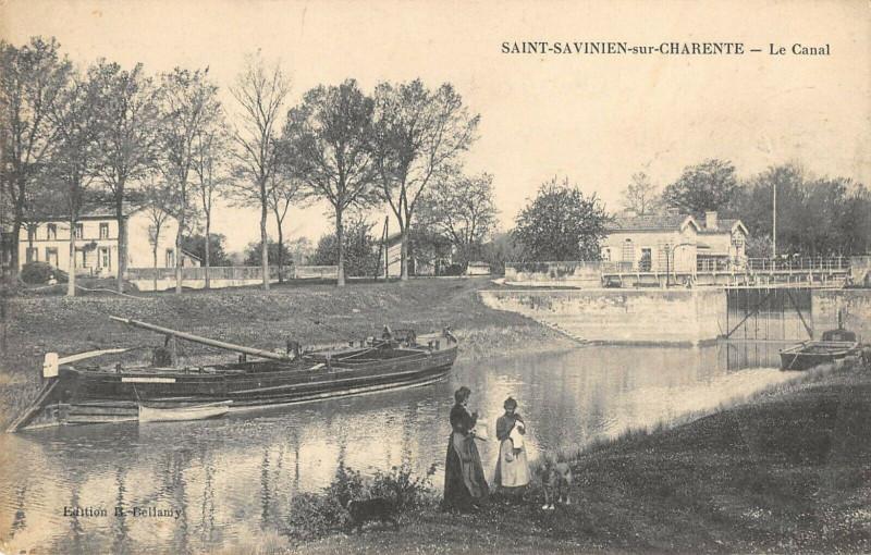 Carte postale ancienne Saint Savinien Sur Charente Le Canal à Saint-Savinien