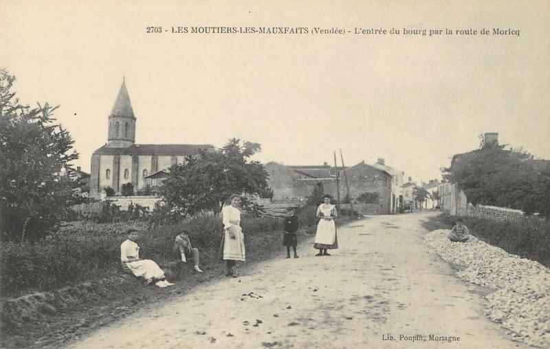 Carte postale ancienne Les Moutiers Les Mauxfaits L'Entree Du Bourg Par La Route De Moricq à Moutiers-les-Mauxfaits