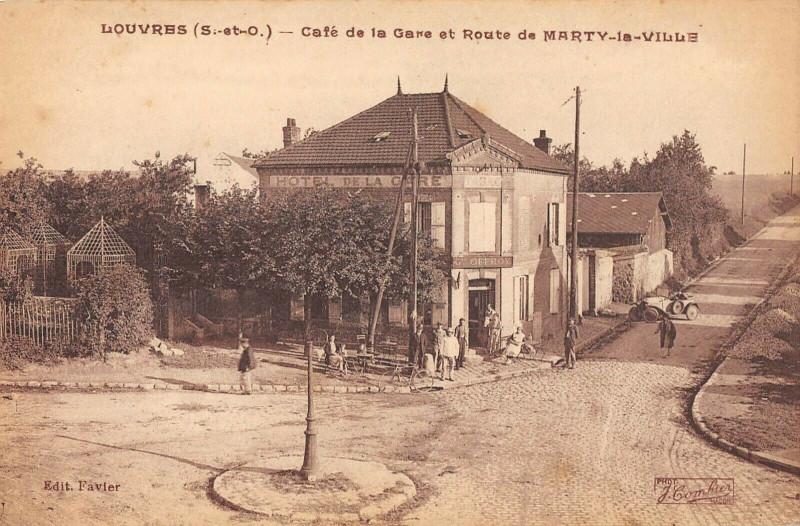 Carte postale ancienne Louvres Cafe De La Gare Et Route De Marty La Ville à Louvres