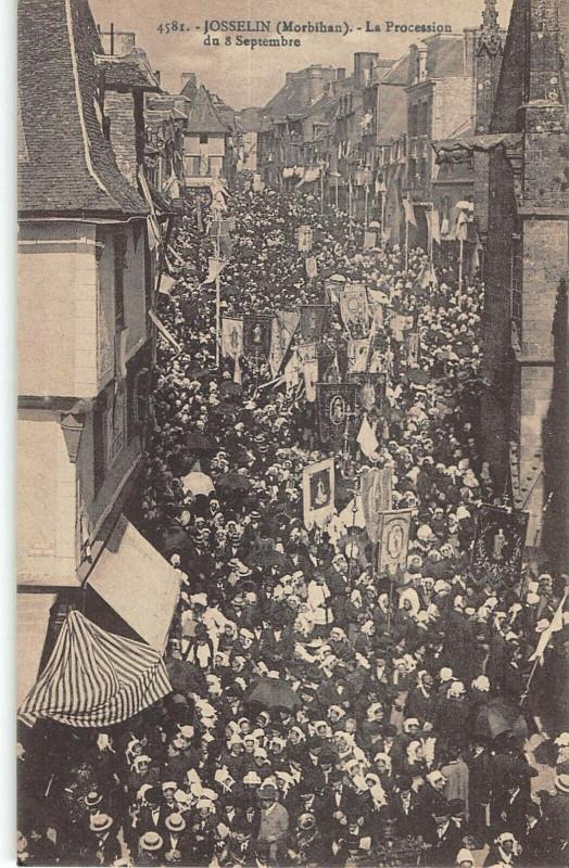 Carte postale ancienne Josselin Procession Du 8 Septembre à Josselin