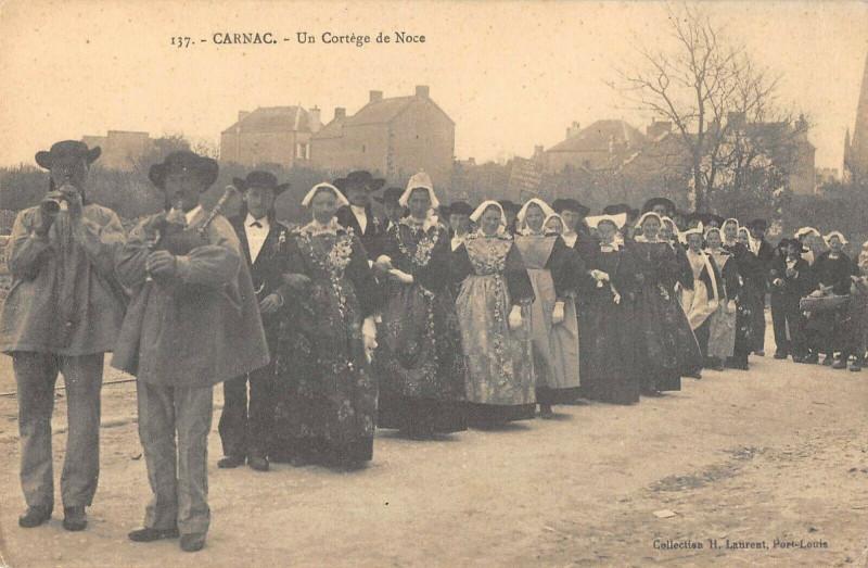 Carte postale ancienne Carnac Un Cortege De Noce à Carnac