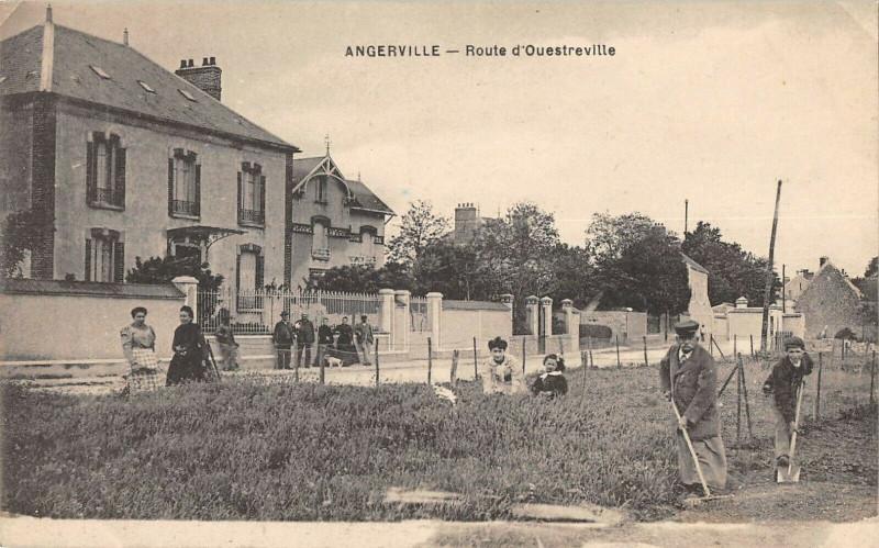 Carte postale ancienne Angerville Route D'Ouestreville à Angerville