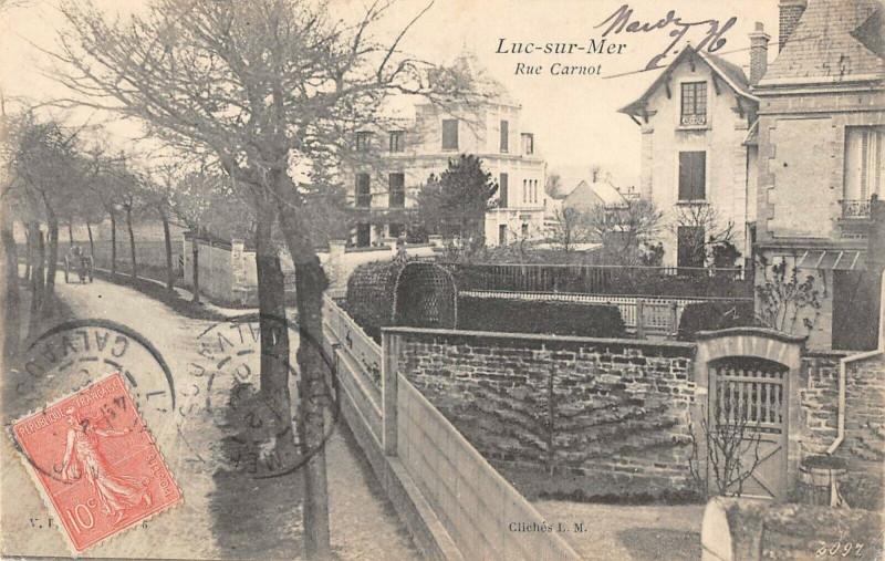Carte postale ancienne Luc Sur Mer Rue Carnot à Luc-sur-Mer