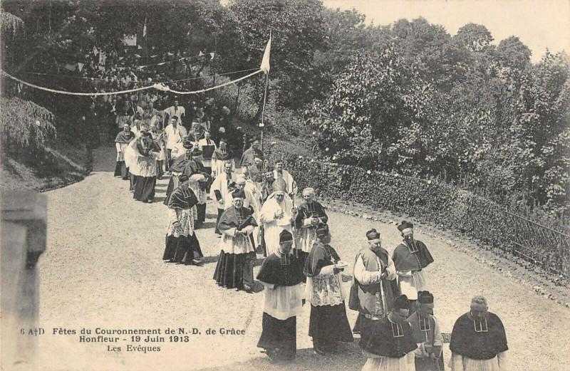 Carte postale ancienne Honfleur Fetes Du Couronnement De N.d.de Grace Les Eveques à Honfleur