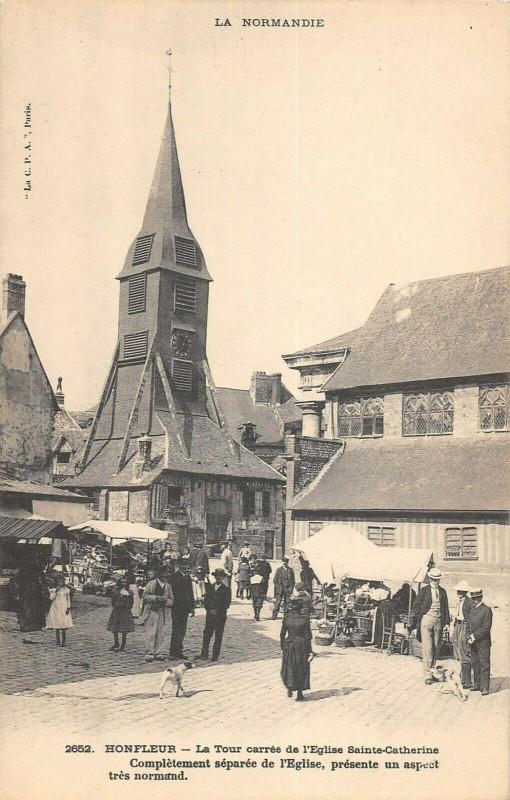 Carte postale ancienne Honfleur La Tour Carree De L'Eglise Ste Catherine à Honfleur