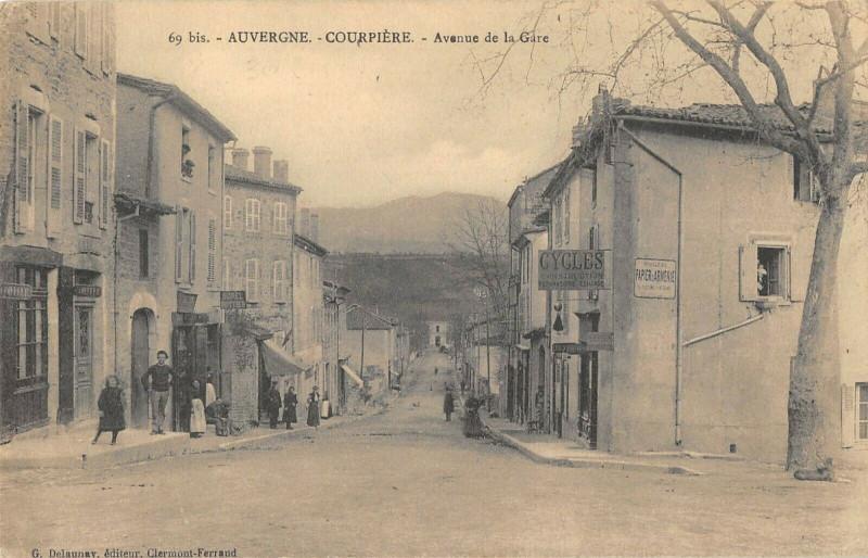 Carte postale ancienne Courpiere Avenue De La Gare à Courpière