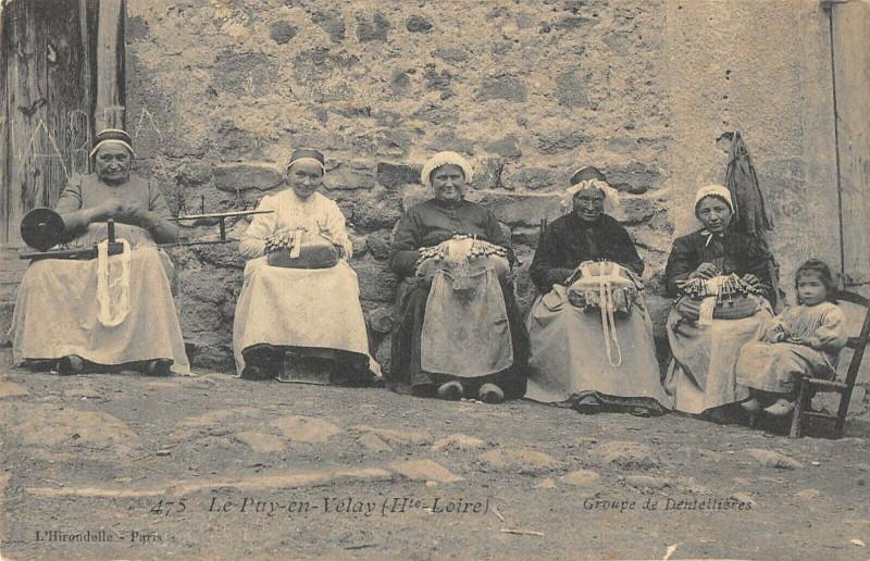 Carte postale ancienne Le Puy En Velay Groupe De Dentellieres au Puy-en-Velay
