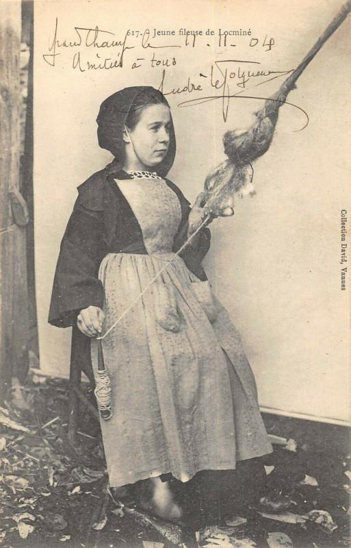 Carte postale ancienne Jeune Fileuse De Locmine à Locminé