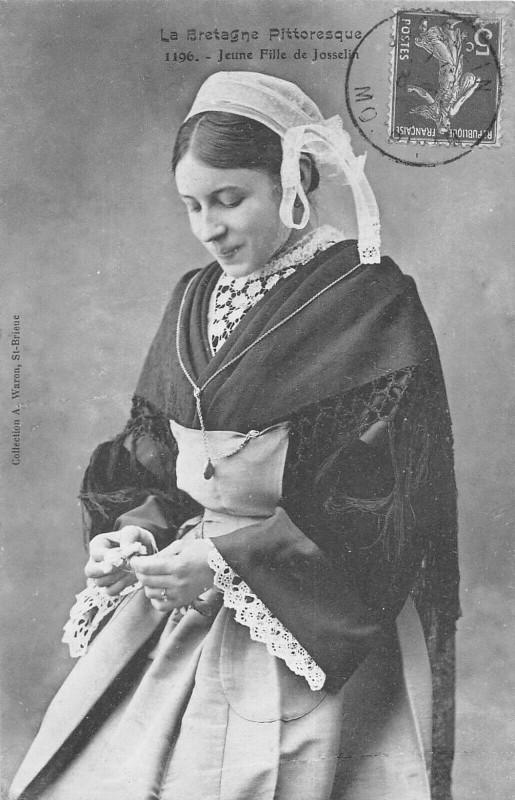 Carte postale ancienne Jeune Fille De Josselin à Josselin