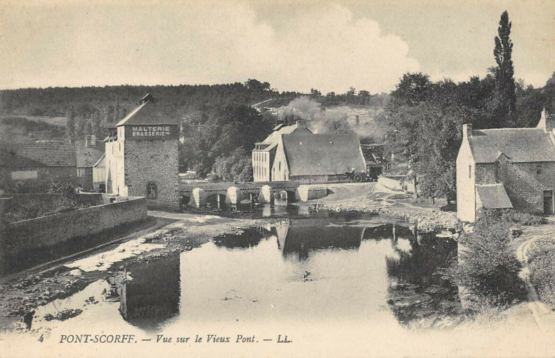 Carte postale ancienne Pont Scorff Vue Sur Le Vieux Pont à Pont-Scorff