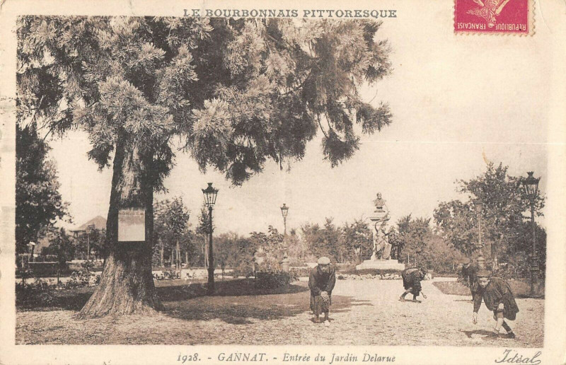 Carte postale ancienne Gannat Entree Du Jardin Delarue à Gannat