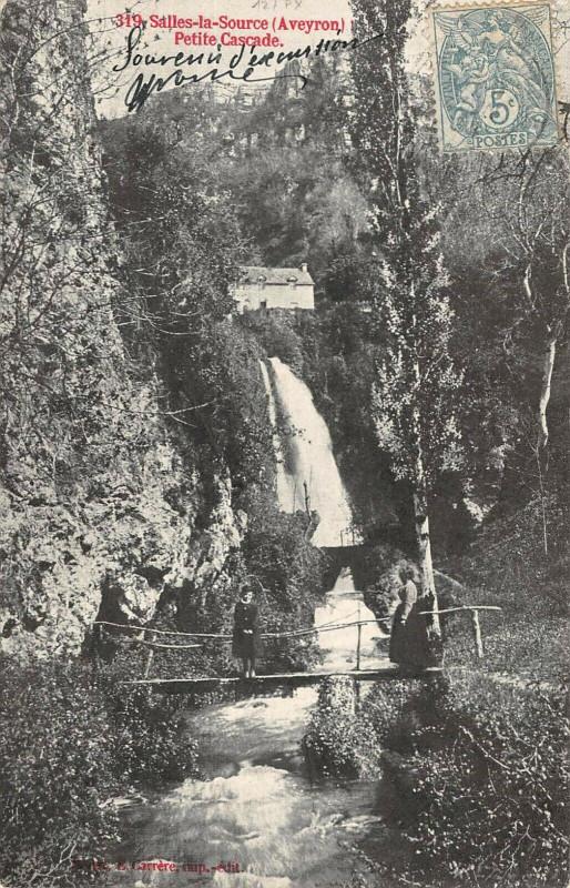 Carte postale ancienne Salles La Source Petite Cascade à Salles-la-Source
