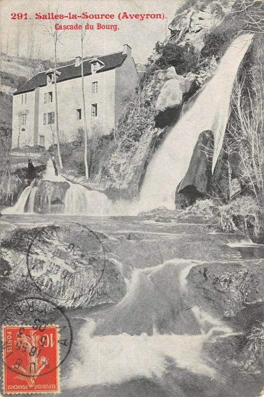 Carte postale ancienne Salles La Source Cascade Du Bourg à Salles-la-Source