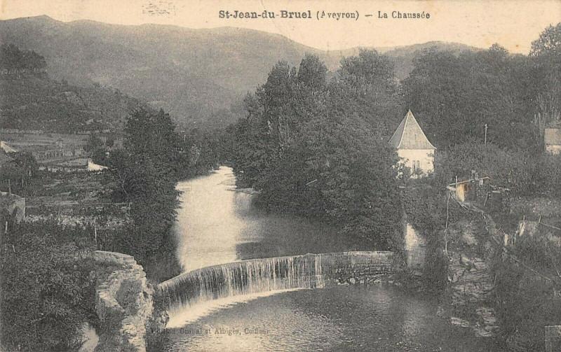 Carte postale ancienne Saint Jean Du Bruel La Chaussee à Saint-Jean-du-Bruel