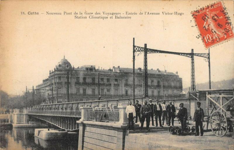 Carte postale ancienne Cette Nouveau Pont De La Gare Des Voyageurs Entree Avenue Victor Hugo