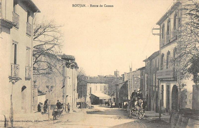Carte postale ancienne Roujan Route De Cassan à Roujan