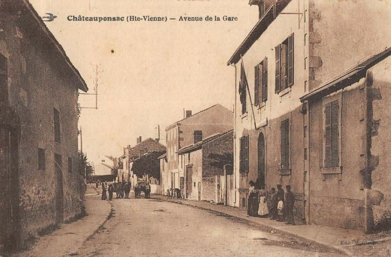 Carte postale ancienne Chateauponsac Avenue De La Gare à Châteauponsac