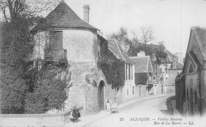 Carte postale ancienne Alencon Vieilles Maisons Rue De La Barre à Alençon