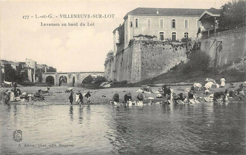Carte postale ancienne Villeneuve Sur Lot Laveuses Au Bord Du Lot à Villeneuve-sur-Lot