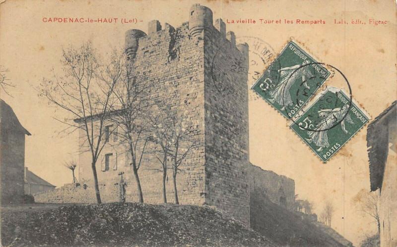 Carte postale ancienne Capdenac Le Hait La Vieille Tour Et Les Remparts à Capdenac