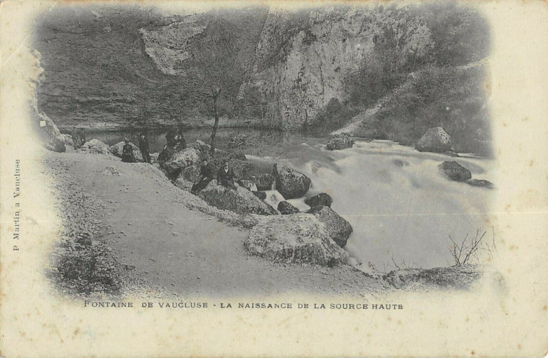 Carte postale ancienne Fontaine De Vaucluse La Naissance De La Source Haute à Fontaine-de-Vaucluse