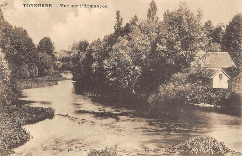 Carte postale ancienne Tonnerre Vue Sur L'Armancon à Tonnerre