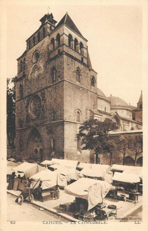 Carte postale ancienne Cahors La Cathedrale Marche à Cahors