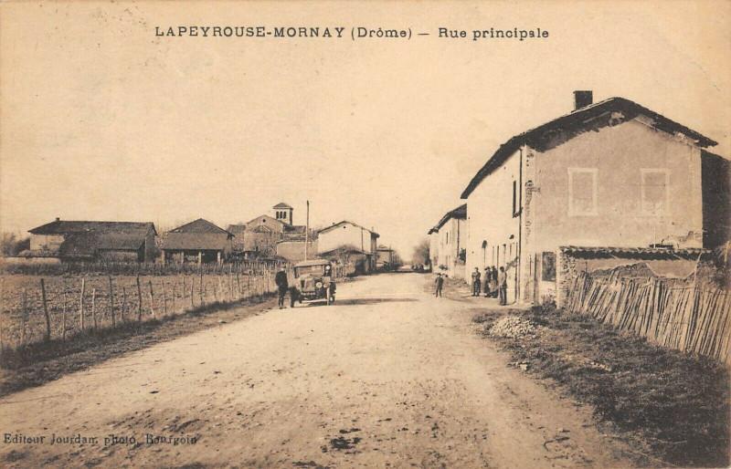 Carte postale ancienne Lapeyrouse Mornay Rue Principale à Lapeyrouse-Mornay