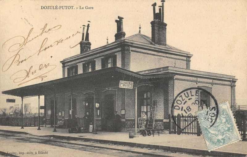 Carte postale ancienne Dozule Putot La Gare à Dozulé