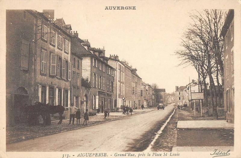Carte postale ancienne Aigueperse Grand Rue Pres La Place Saint Louis à Aigueperse