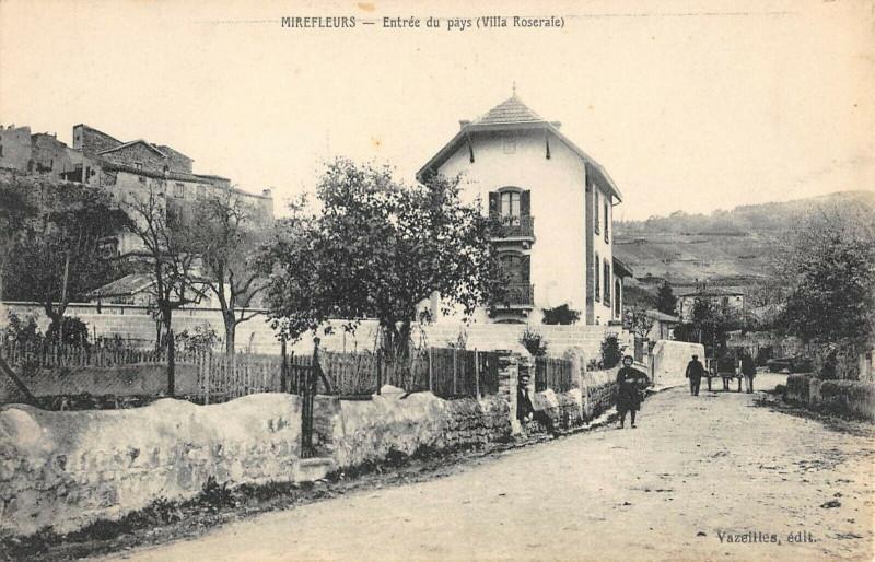 Carte postale ancienne Mirefleurs Entree Du Pays Villa Roseraie à Mirefleurs