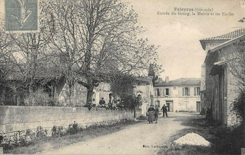 Carte postale ancienne Faleyras Entree Du Bourg La Mairie Les Ecoles à Faleyras