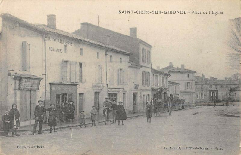 Carte postale ancienne Saint Ciers Sur Gironde Place De L'Eglise à Saint-Ciers-sur-Gironde